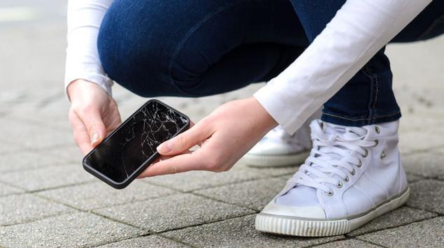 Inilah Bahaya Menggunakan Smartphone dengan Layar Pecah