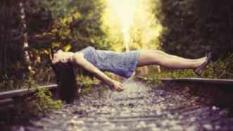 Tanpa Photoshop, Inilah Tips Mudah Membuat Foto Levitasi di Smartphone