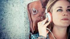 Sekaligus, Dengarkan & Download Musik dengan 5 Aplikasi Terbaik ini