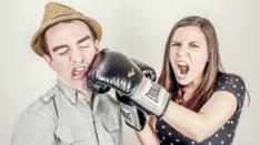 Mengapa Media Sosial Berbahaya bagi Hubungan Rumah Tangga?